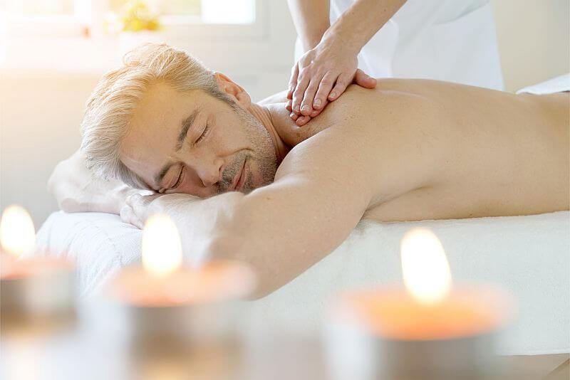 Fitness-Wohlfühlen-Issum-Massage-Mann
