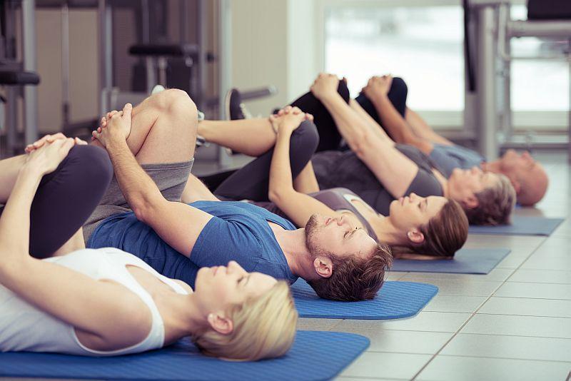 pilates-uebungen-sport-stretching-dehnen-matte
